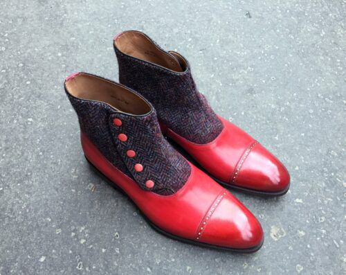l'art de la patine en image avec des bottines Balmoral à boutons rouges