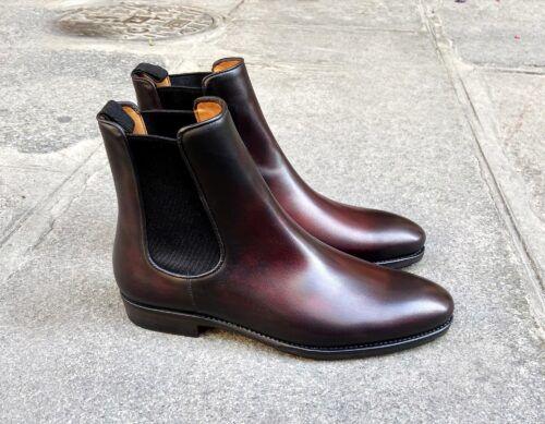 Porter des chelsea comme les guilty, en couleur pomerol sur la photo, est un bon moyen de se démarquer tout en portant des souliers habillés