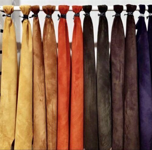 des veaux velours de plusieurs couleurs pour illustrer le sujet : le cuir suédé est-il fragile ?