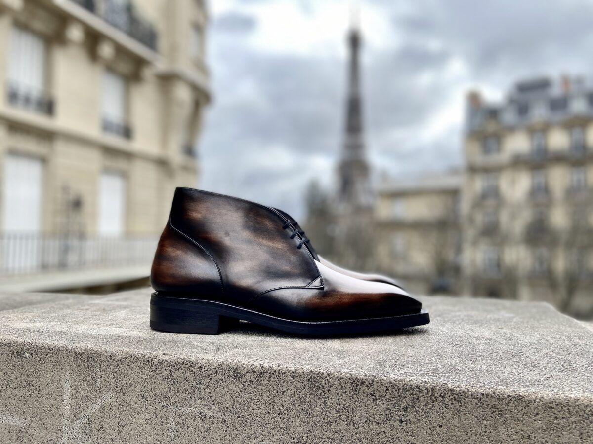 Un low boots pour hommes fait à la demande avec une semelle Goodyear et une patine bbronze - Caulaincourt Paris